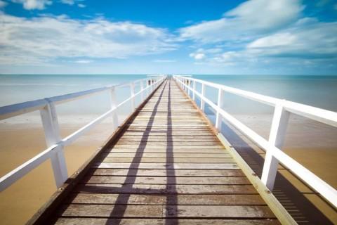 photo-white-pier-bluesky-sea